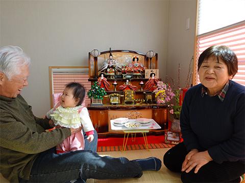 茉咲ちゃん 『嬉しい♪私のおひなさま』